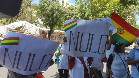 Campaña por el voto nulo en puertas del Ministerio de Justicia. Foto: La Razón