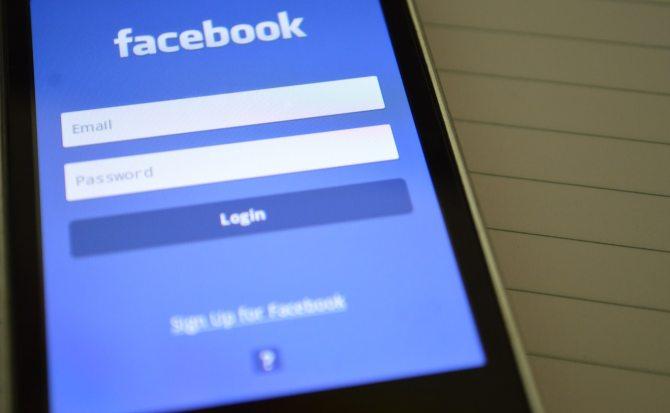 Facebook te mostrará si seguiste una cuenta troll vinculada a Rusia