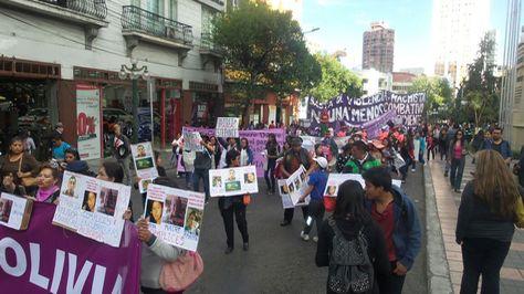 Marcha de mujeres contra la violencia de género.