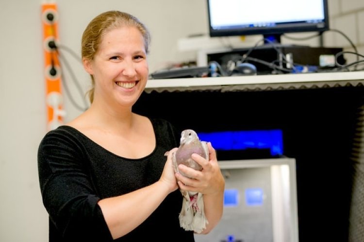 Sarah Letzner, profesora de Ruhr-Universität Bochum, con una de sus estudiadas. (R-UB)