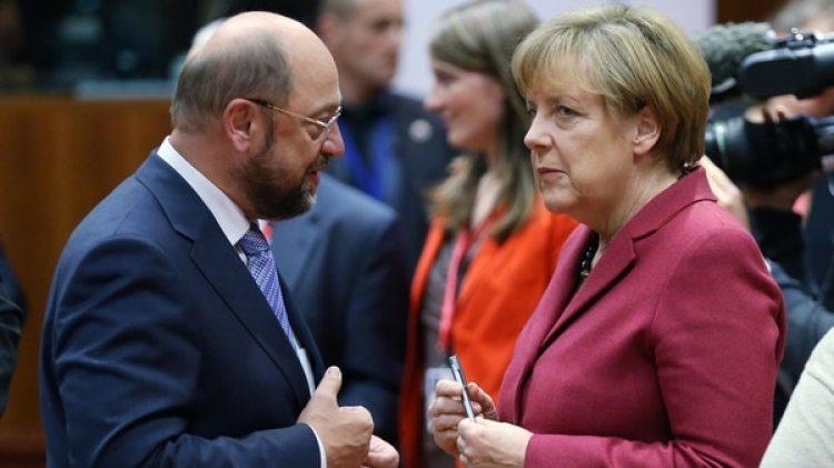 Martín Schulz, líder de la socialdemocracia, y la canciller Angela Merkel, podrían revivir la alianza quebrada en septiembre