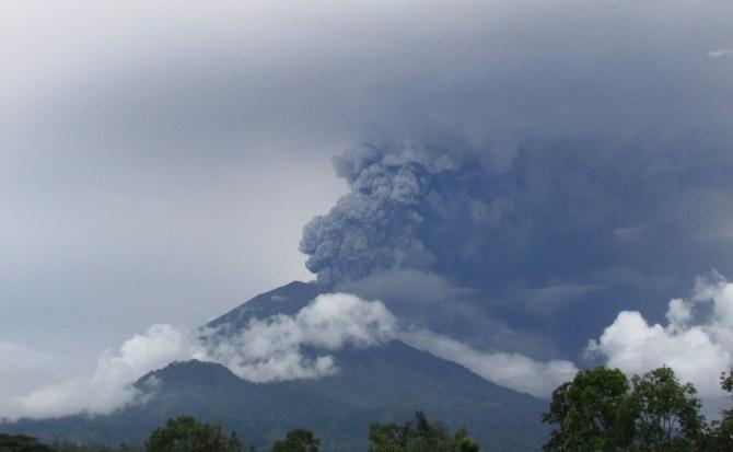 ¿Por qué el volcán Agung está a punto de entrar en erupción?