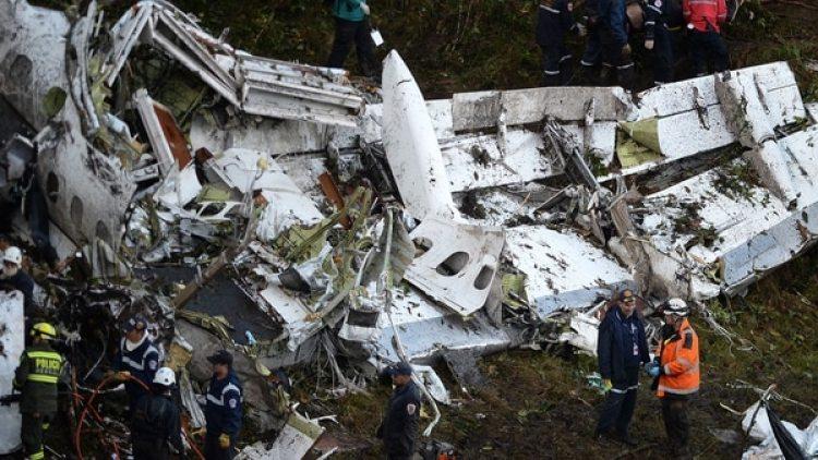 Los restos del avión de LaMia que trasportaba al equipo de Chapecoense (AFP)