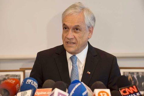 El expresidente de Chile y precandidato presidencial Sebastián Piñera habla durante una rueda de prensa, en Santiago de Chile.