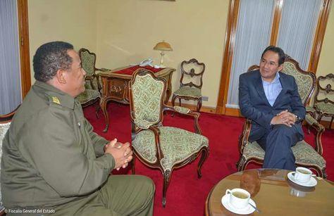 El comandante General de la Policía, general Abel de la Barra, junto al fiscal General, Ramiro Guerrero, en plena reunión en Sucre. Foto: Fiscalía General