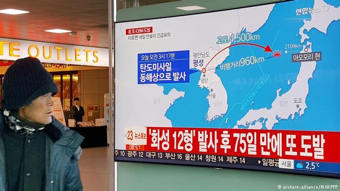 Südkorea Fernsehübertragung von Raketentest in Seoul (picture-alliance/MAXPPP)