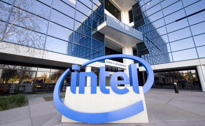 Intel llevará el entretenimiento de Warner Bros. a los coches autónomos