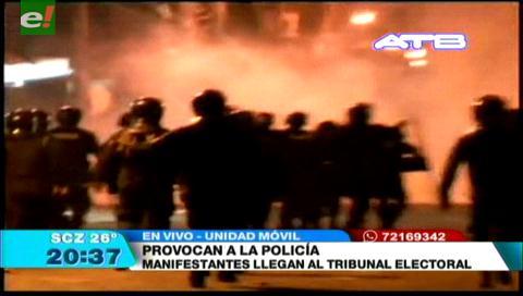 Policía gasifica a manifestantes
