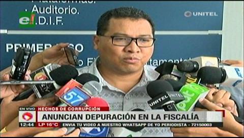 Fiscal Larrea anuncia depuración de malos funcionarios en el Ministerio Público