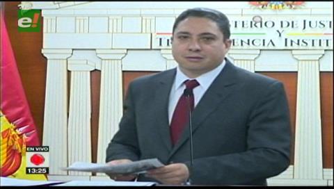 Ministro de Justicia pide a Mesa definir su rol entre la causa marítima y la política