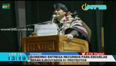 Evo entregó recursos para 91 proyectos en Potosí