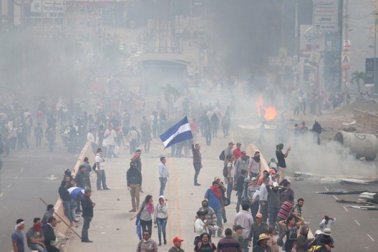 Manifestantes en las calles de Tegucigalpa, Honduras. (REUTERS/Edgard Garrido)