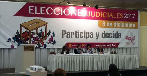 Los vocales del TSE presentan su informe de la primera media jornada de votación en las elecciones judiciales. Foto: Ángel Guarachi
