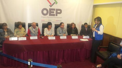 Conferencia de prensa de los vocales del Tribunal Supremo Electoral.