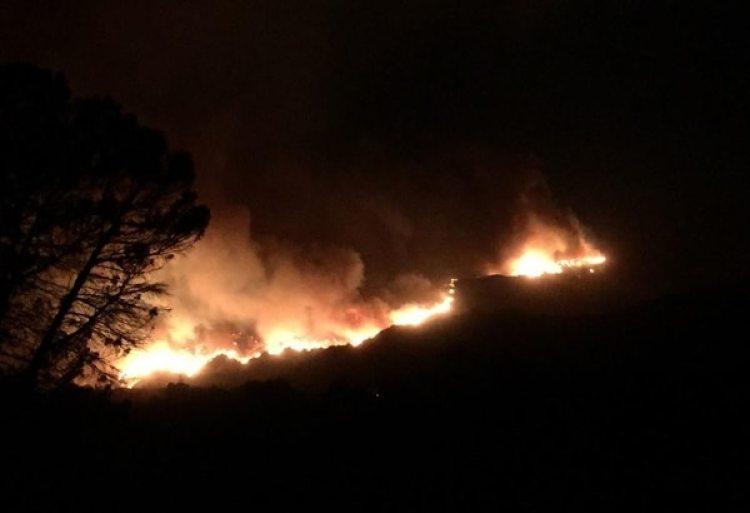 Al menos dos infraestructuras han quedado completamente destrozadas por la incidencia del fuego
