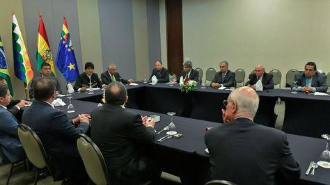 El presidente Evo Morales en reunión con los gobernadores de los estados fronterizos con Bolivia: Acre, Rondonia, Mato Grosso del Sur.