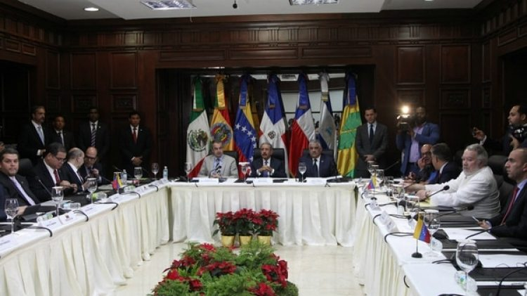 La mesa de diálogo entre el gobierno y la oposición en Santo Domingo