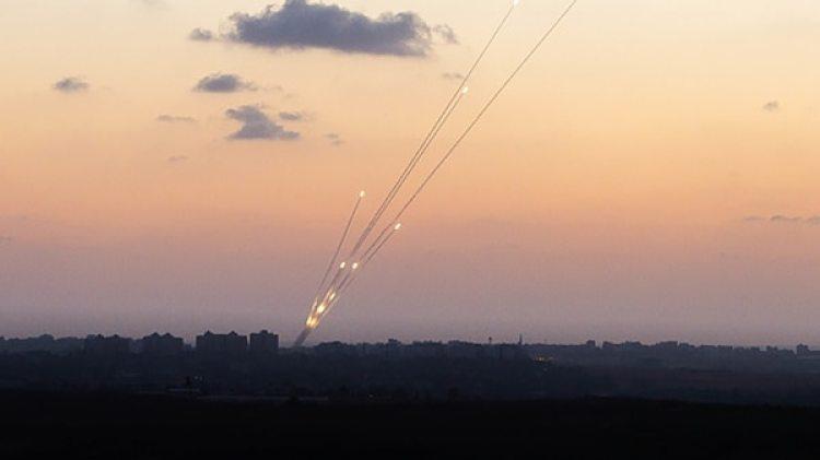 Cohetes lanzados desde el norte de la Franja de Gaza a Israel (NurPhoto/Corbis via Getty Images)