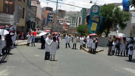 Bloqueo de médicos en la plaza San Martín de La Paz.