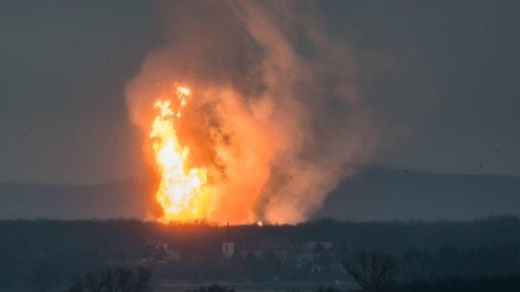 Las llamas y el humo se podían ver desde la distancia (AFP)