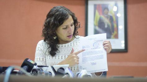 La ministra de Salud, Ariana Campero, en conferencia de prensa.