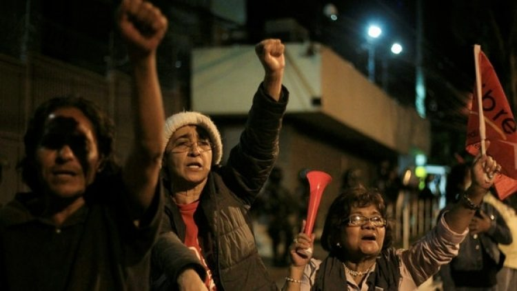 Un grupo de personas salió a protestar a las calle de Tegucigalpa en apoyo al candidato Nasralla. (Reuters)