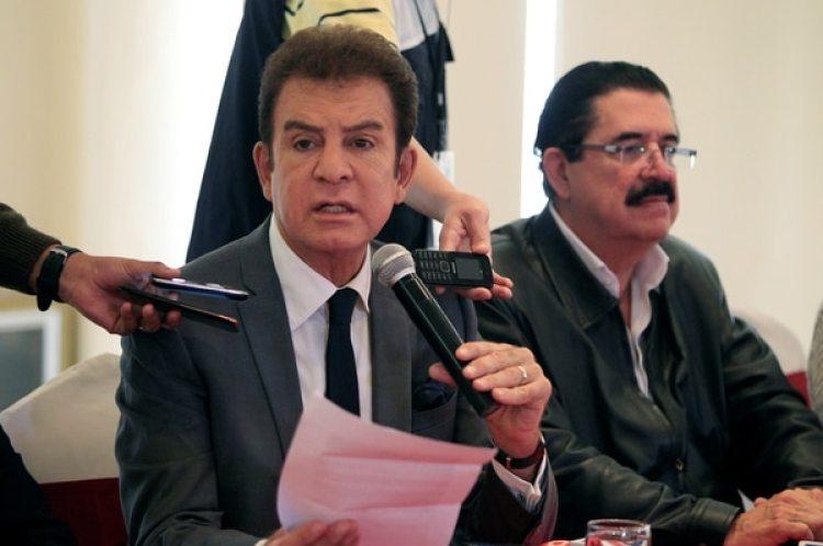 Salvador Nasralla, candidato presidencial, junto al ex presidente Manuel Zelaya. (REUTERS/Jorge Cabrera)