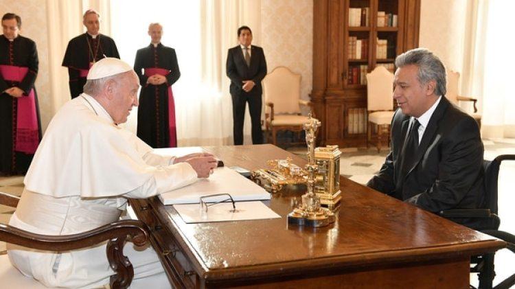 El Papa Francisco junto al presidente ecuatoriano Lenín Moreno (Reuters)