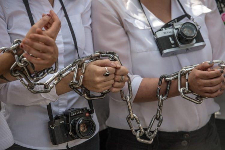 Activistas protestan por la detención del fotoperiodista egipcio Mahmoud Abu Zeid 'Shawkan' en agosto de 2017 en Londres, Reino Unido (Carl Court/Getty Images)