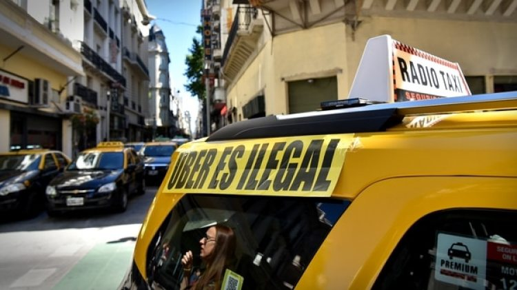 Los taxistas protestaron en contra del Uber en todo el mundo. En la foto, una manifestación en Buenos Aires (Gustavo Gavotti)