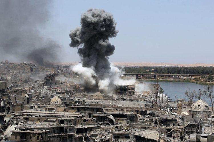 La batalla de Mosul estuvo marcada por los bombardeos aéreos de la coalición (AFP)