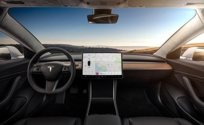 Tesla actualizará su sistema de navegación en 2018