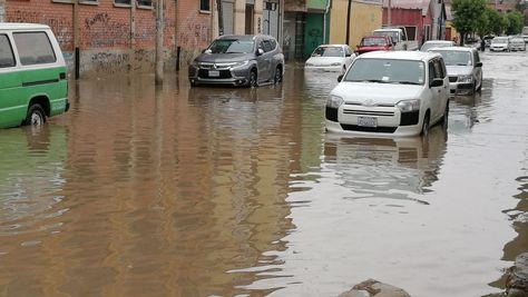 La lluvia anegó las calles de la ciudad de Oruro. Foto: Juan Mejía