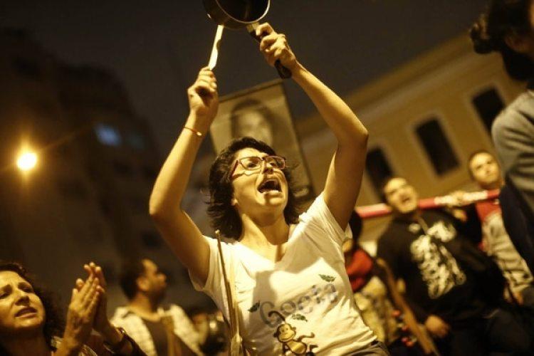 Manifestantes en contra del indulto al ex presidente Fujimori en las calles de Lima. (Cortesía Perú21)