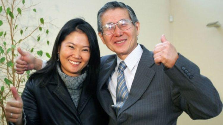 Keiko Fujimori junto a su padre, Alberto