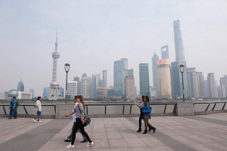 Los 24 millones de habitantes de Shanghai tienen que lidiar a diario con la contaminación. (VCG/VCG via Getty Images)