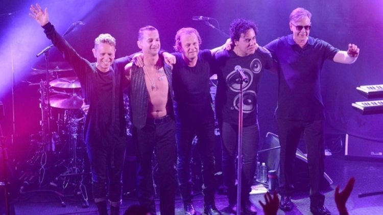 Martin Gore, Dave Gahan, Christian Eigner, Peter Gordeno y Andy Fletcher
