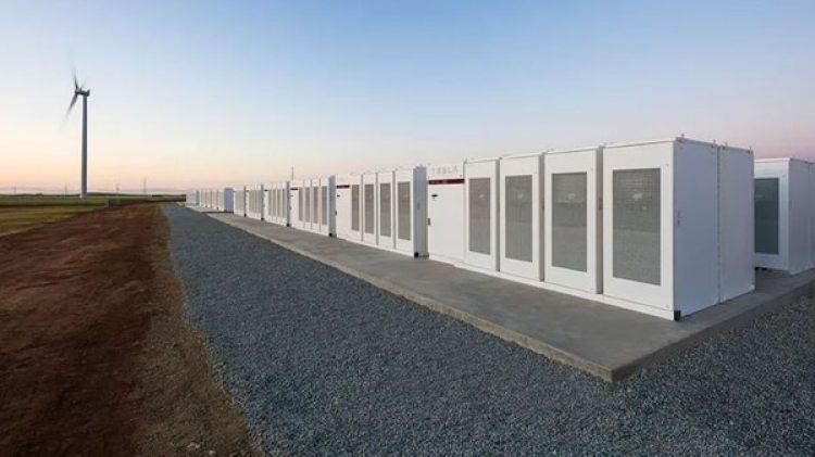 La batería más grande del mundo tiene una potencia de 100 MW y está en Australia.