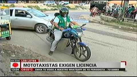 Exigen licencias: Mototaxistas se reunieron con policías de Los Lotes