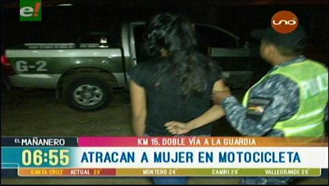 Santa Cruz: Sujetos en motocicleta atracan y golpean a una mujer