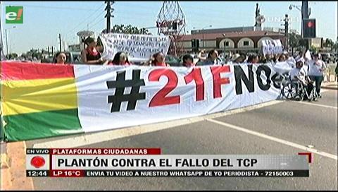 Santa Cruz. Activistas cortan vía con un plantón ciudadano en defensa del 21-F