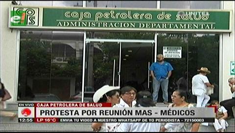Critican reunión de algunos médicos con parlamentarios del MAS en la CPS