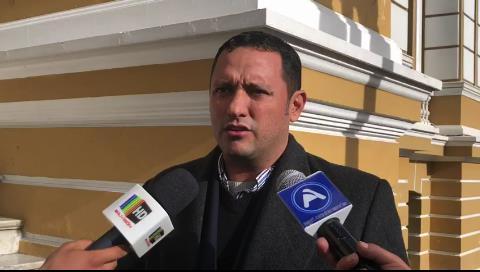 Dorado: Declaraciones de Casanova complican la situación de ministro Romero