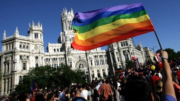 """En España hay 160.000 personas LGTB mayores de 65 años que tienen que terminar su vida """"en un espacio de respeto"""""""