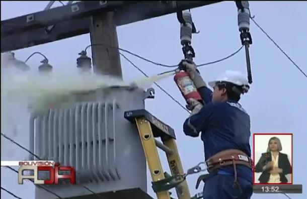 Un rayo cayó sobre un transformador de energía eléctrica