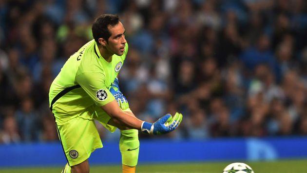 ¿Adiós a la temporada? Claudio Bravo sufrió grave lesión en Manchester City