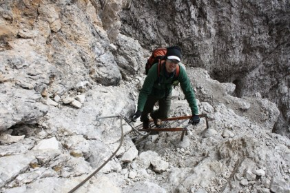 A little easy cable-and-ladder work on the climb down from Forc. del Diavolo