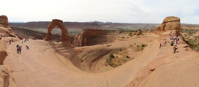 The crowded Delicate Arch cirque in all it's glory.