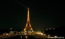 La perfecta y bella Torre Eiffel de noche.