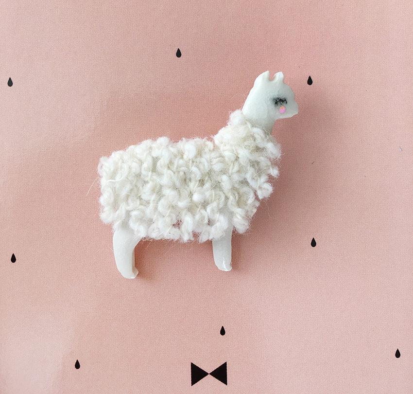 Broche lama en porcelaine et laine CDA Petites Choses